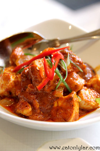 Ayam Masak Merah (chicken cooked in spicy tomato sauce), Tuk Din Restaurant