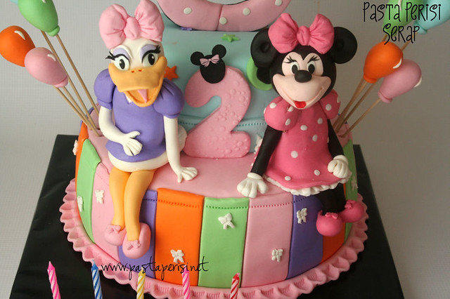 Minnie -Daisy duck cake