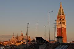 Les toits de Venise (Nijule) Tags: venice roof light sunset sky urban nikon belltower campanile toit crpuscule venise venezia venedig antenne italie coucherdesoleil dme coupole orang 2011 d90