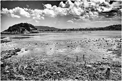 San Sebastián (Enrique Moya Ortiz) Tags: sea blackandwhite blancoynegro beach clouds children mar playa niños nubes sansebastián