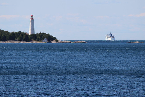 Cove Island Lighthouse and Chi-Cheemaun