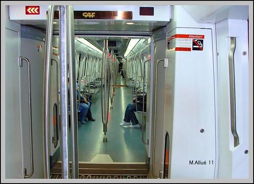 Metro by Miguel Allué Aguilar