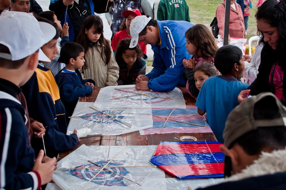 En los días 14 y 15 de Agosto se llevó a cabo también cursos de elaboración de pandorgas y prueba de vuelo, a cargo del Sr. Clemente Cáceres, totalmente gratuito para todos los niños presentes. (Elton Núñez)