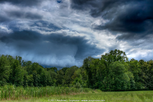 Cloud Hunting hdr 28 (08/16/2011)