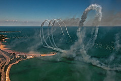 Loops Over The Lake (benchorizo) Tags: chicago nikon lakemichigan stunt aeroshell chicagoist banias d90 johnhancockobservatory chicagoairwatershow2011