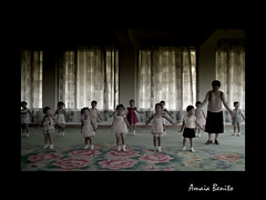 Dances for our Leader (Amaia Benito) Tags: travel viaje windows girls portrait boys buildings children photo dance asia foto play photos propaganda nursery piano leader northkorea pyongyang courtains coreadelnorte kimjongsuk kinjongil amaiabenito