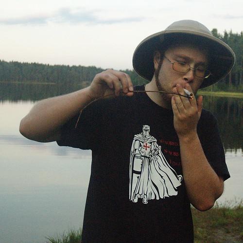 Естественно он курит... Беломор DSC_4221
