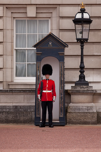 671/1000 - On Guard outside Buckingham Palace by Mark Carline