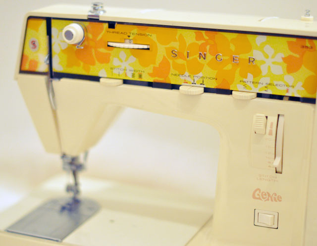 Vintage-Singer-Genie-353-Sewing-Machine-from-the-70s