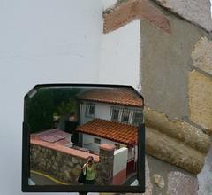Ascain / Azkaine, Pyrénées Atlantiques (Marie-Hélène Cingal) Tags: selfportrait france southwest mirror autoportrait 64 miroir paysbasque sudouest aquitaine pyrénéesatlantiques autoritrato ascain azkaine labourd