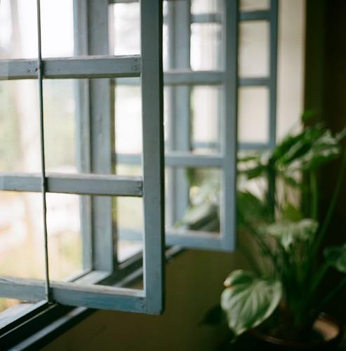 [フリー画像] 建築・建造物, 窓辺, 201109101900