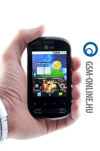 LG Optimus Me kézben