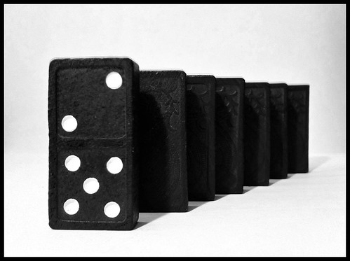 81/365- Dominos by elineart