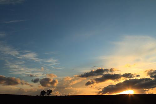 夕焼け色に染まり始める空