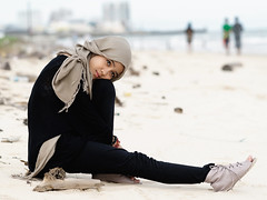 #850C2213- What would make me want to walk! (crimsonbelt) Tags: portrait beach walk hijab balikpapan lestari kemala sal135f18za