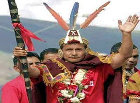 Ollanta Humala campaigning in indigenous dress
