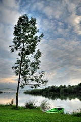 Liptovska Mara - boat and tree (keltikee) Tags: sky naturaleza lake tree nature grass arbol lago boat barco lac ciel reflect cielo reflejo bateau arbre herbe hierba eslovaquia slovaquie