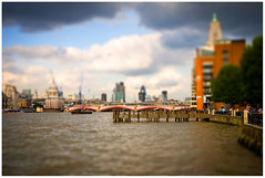 Tiny Thames (gawel.fr) Tags: london lumix panasonic g2 tiltshift