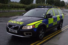Essex Police / Volvo XC70 / Airport Armed Response Vehicle / KR04 / EU11 FGC (Chris' 999 Pics) Tags: old uk light england woman man film station speed volvo bill pc airport bars pix order fuji cops 04 united 4 nick fine blues police samsung kingdom cop finepix copper vehicle and leds fujifilm service law enforcement breakers emergency 112 essex stansted coppers arrest policeman response armed 999 constable 991 twos strobes policing arv xc70 lightbars rotators vluu pl81 sl630 pl80 esspol s2750hd kr04 eu11fgc