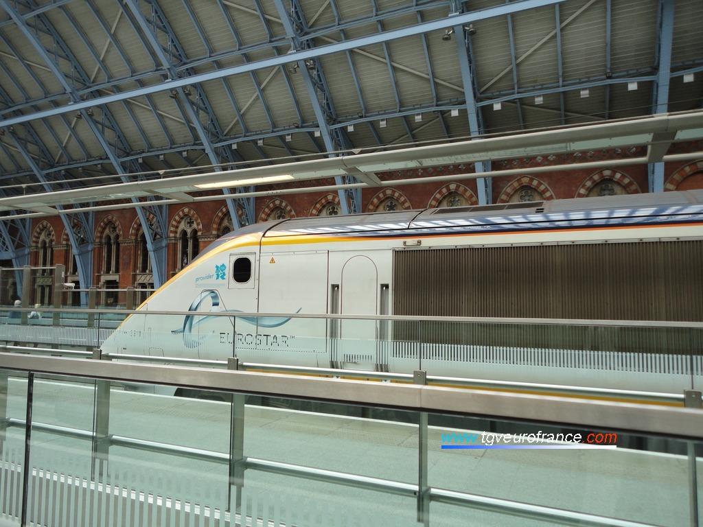 Cette rame arbore le logo des Jeux Olympiques qui seront organisés à Londres en juillet-août 2012.