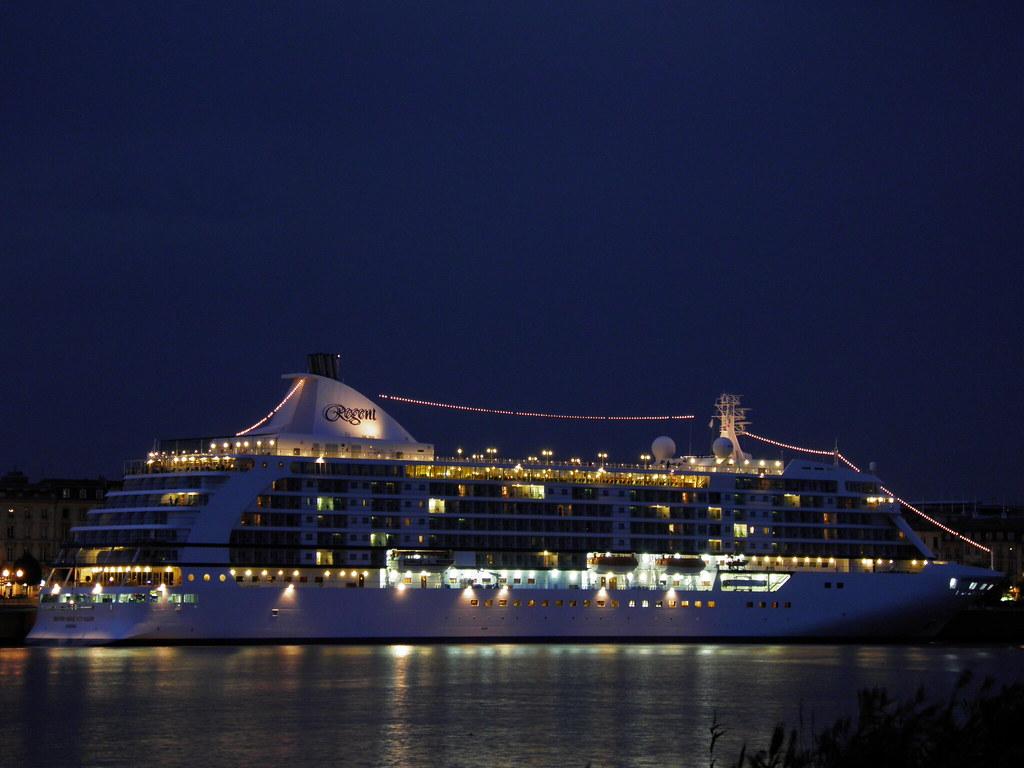 Seven Seas Voyager sleeping at Bordeaux