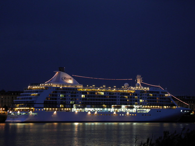 Seven Seas Voyager sleeping at Bordeaux