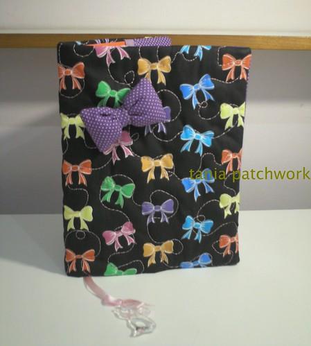 Capa de caderno Laçinhos by tania patchwork