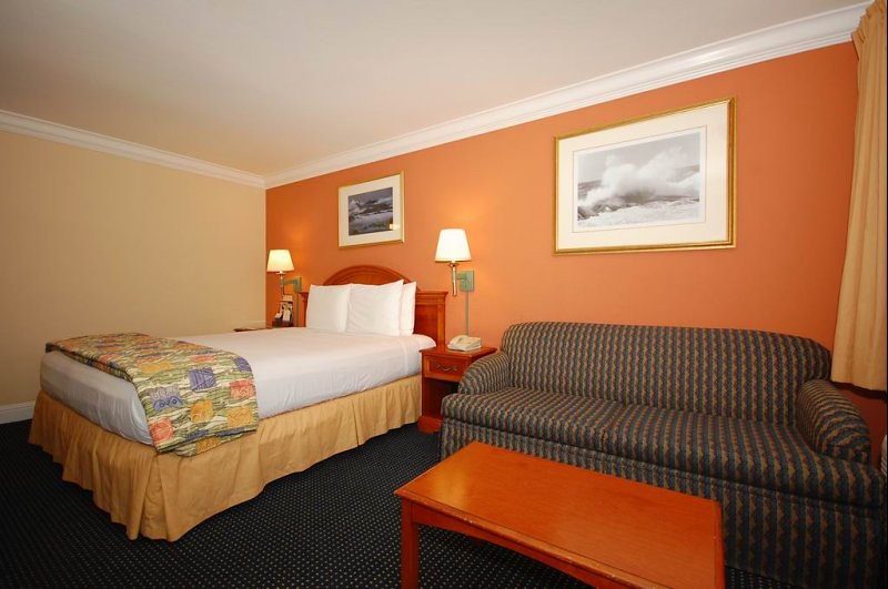 Hotels near Monterey Peninsula Airport