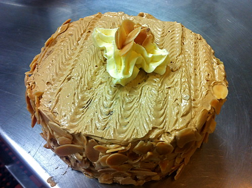 Génoise Cake with Coffee Buttercream Icing