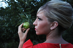 Mary (rachelbujalski) Tags: apple fashion model 60s gardenofeden updo