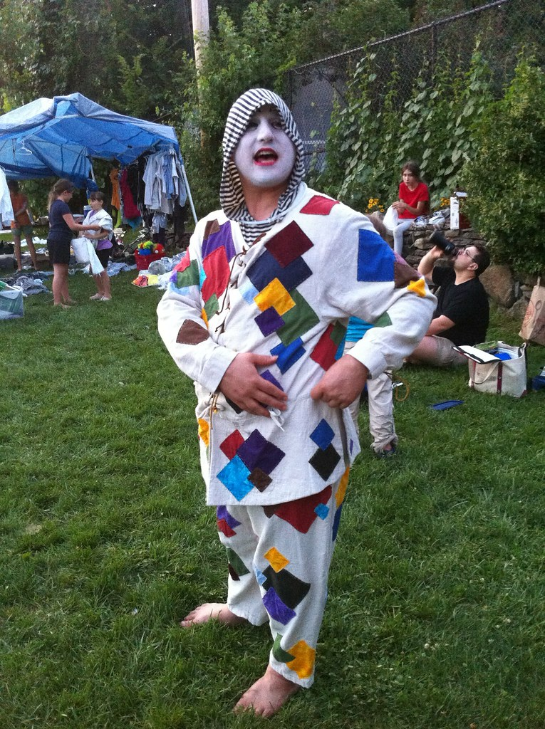 Arlecchino in Clown Alley