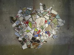 Detail bij avond (de Muur van Geluk) Tags: denbosch shertogenbosch muur scherven geluk demuurvangeluk mozaiek