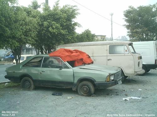 Carros abandonados usados como abrigo por moradores de rua