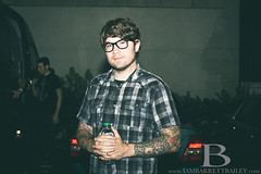 Hawthorne Heights: JT Woodruff (IamBarrettBailey.com) Tags: canon outdoors glasses flash tattoos scales bailey singer hanging facialhair talking hawthorne jt barrett warmingup woodruff practicing hights frontman backbooth jtwoodruff t2i 972011 hawthornehights