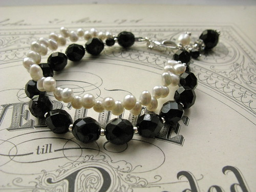 Trixie Pearl 2-string bracelet
