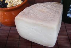 Lupulus (Ricard2009 (Mart Vicente)) Tags: cheese queso queijo sir fromage ost formaggio sajt kaas  caws  formatge peynir gazta      brnz sris