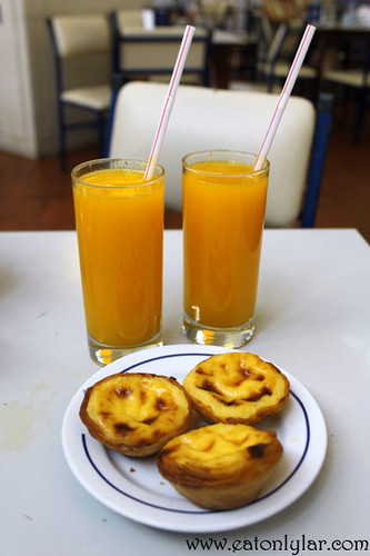 Pastéis de Belém and orange juice, Pastéis de Belém