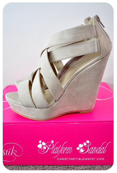 Lipstik Darva Stone Platform Sandal