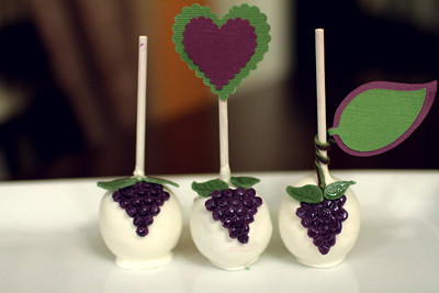Napa-inspired Purple Grape Cake Pop by iheartyummy.blogspot.com