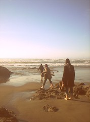 ([rosie]) Tags: ocean family sky people usa color oregon digital coast sand women rocks sister cousins horizon shoreline barefoot pointandshoot yachats