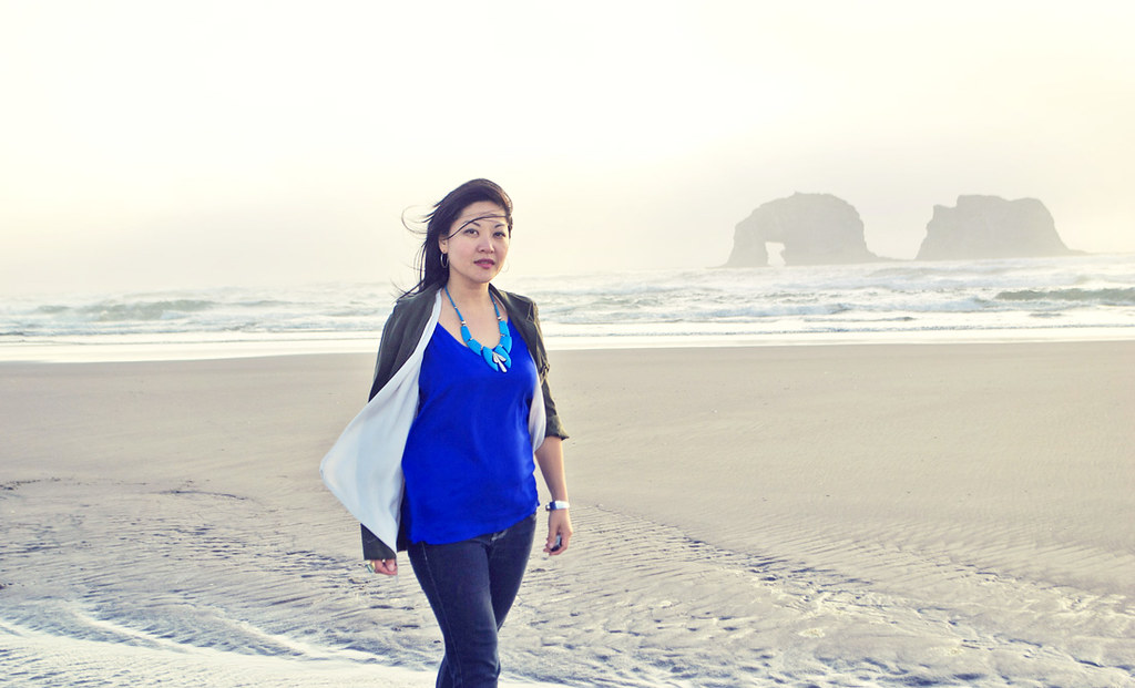 Oregon Coast - Outfit - Safari Jacket - Royal Blue Silk Tank - Dark Skinny Jeans - Vintage Turquoise Necklace