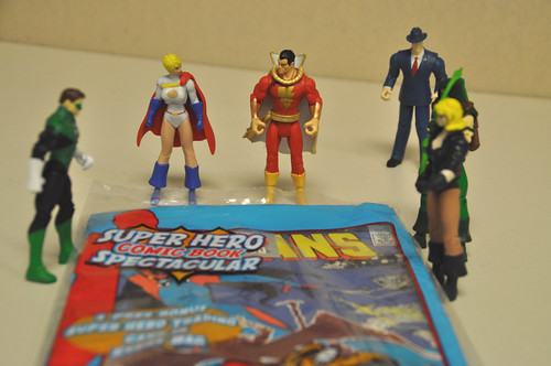 Justice League inspects the comics (3)