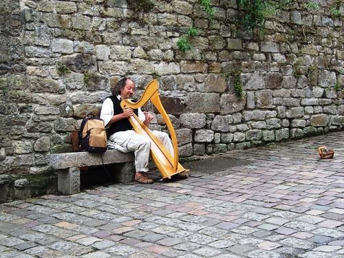 Harpist, Dinan