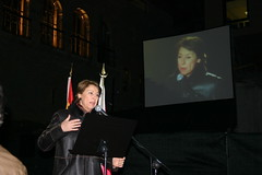 La Ministra de Fomento Magdalena Alvárez dedicando una palabras al pueblo de Ermua