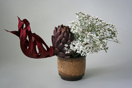 Ikebana with fresh, dried and colored materials