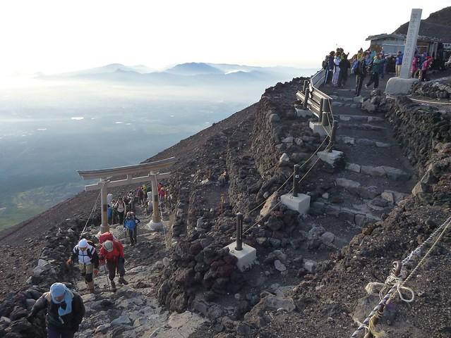 吉田口を登ってくる人たち, 一合目から富士山に登る Climbing Mt.fuji, from the starting point of Yoshidaguchi Climb Trail