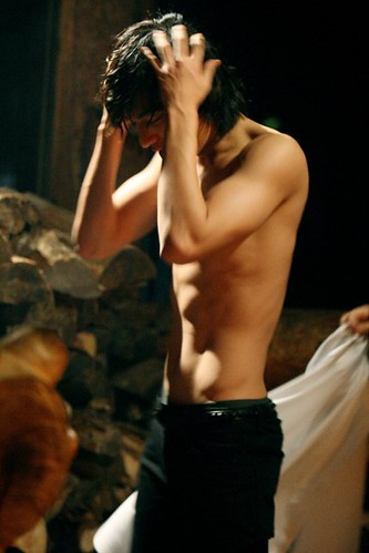 Lee Min Ho's Naked Scenes from City Hunter + Sexy Abs Photos Collection