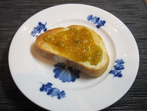 パンに乗せたほおずきジャム 2011年9月12日 by Poran111