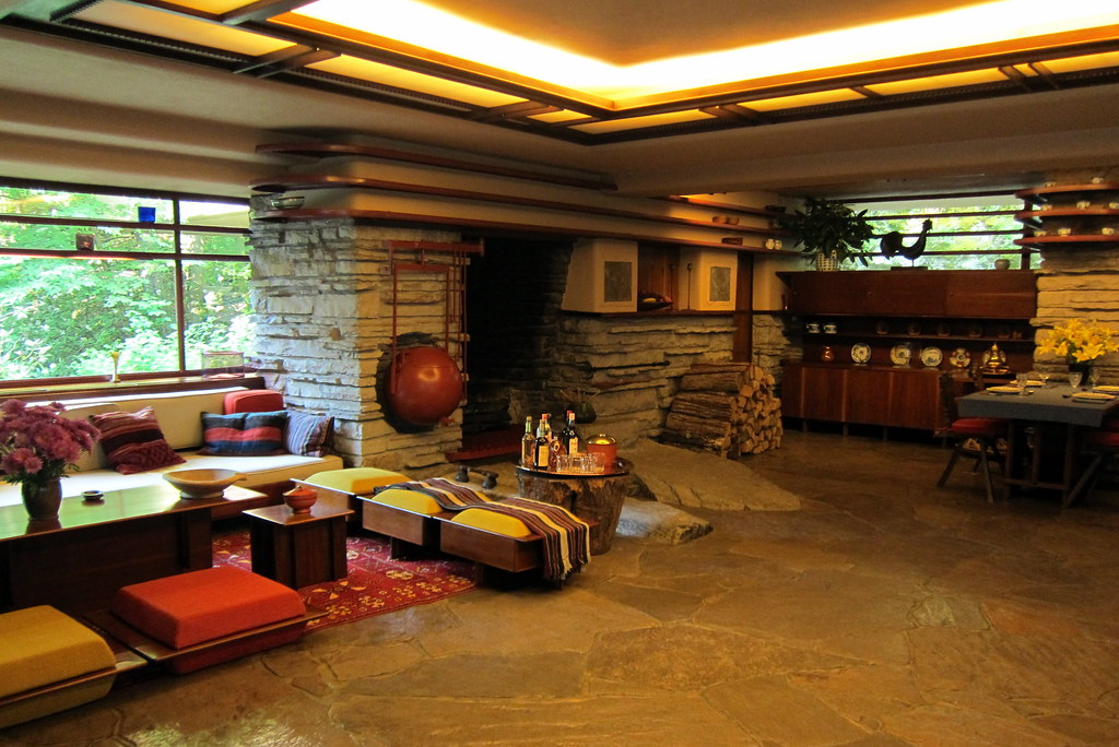PA - Mill Run: Faillingwater - Living Room
