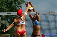 Roos Van der Hoeven (NED) vs Nicole Branagh (USA) (Danny VB) Tags: world city usa canada holland men beach sports sport ball de us nicole swatch athletic teams team sand women tour open jeep quebec ballon nederland competition playa roos tournament volleyball athletes van athlete ned der plage volley challenge ville equipe volleybal branagh sillery volei mikasa hoeven pallavolo joueur sportif voleibol sportive 2011 fivb  joueuse siatkwka tournois voleiboll volleybol volleyboll voleybol  lentopallo siatkowka vollei voleyboll silery palavolo roosvanderhoeven volleibol volleiboll